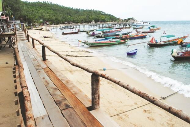 码头旁的木板走道