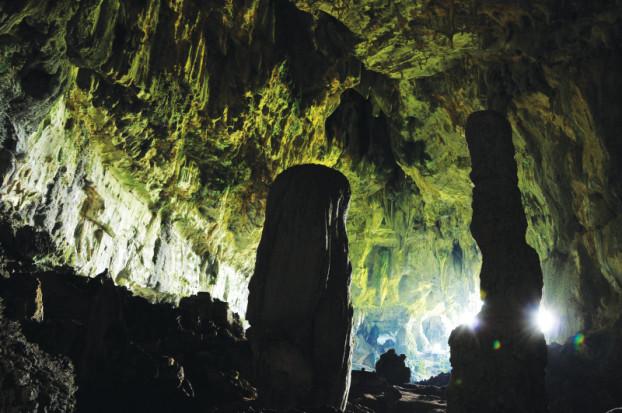 仙洞内的石笋
