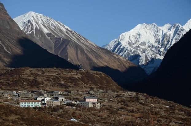 9蓝塘村是一个规模不小的村庄,而且设施齐全。