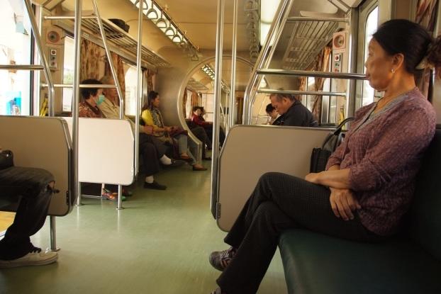 尽管坐在同一火车里,每个人都怀有不同的下站心情。