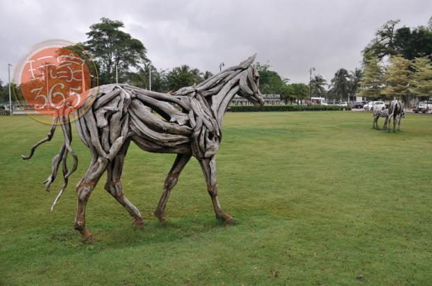 设计优美,手工用料独特的马匹艺术品